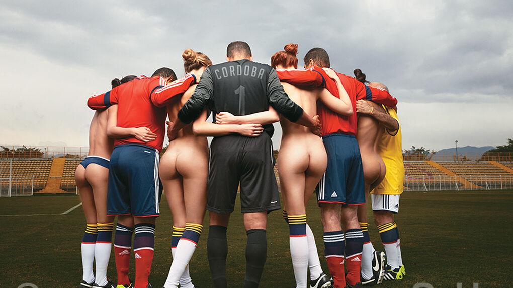 'Soho' calienta el Mundial en Colombia con sus viejas glorias... y cuatro modelos ligeras de ropa