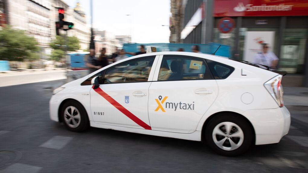 Los taxistas de Madrid reconocen que los clientes valoran mejor a Uber y Cabify
