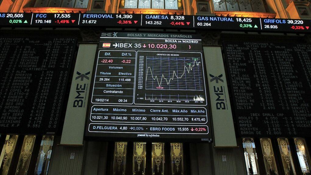 El Ibex sube un 2,8% en la semana y cierra con 9.000 puntos por primera vez en 14 meses