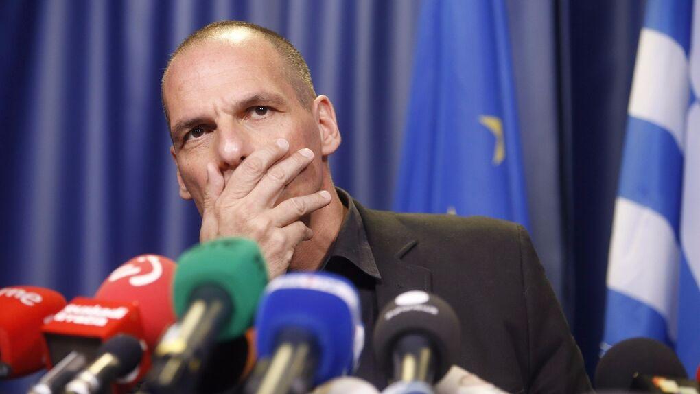 Banca y universidad hacen lobby contra Varoufakis: promueven campañas a favor del 'sí' en el referéndum