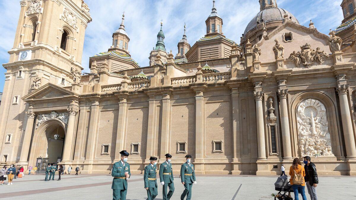 Zaragoza celebra la Ofrenda de Flores de las Fiestas del Pilar en los balcones y por Internet