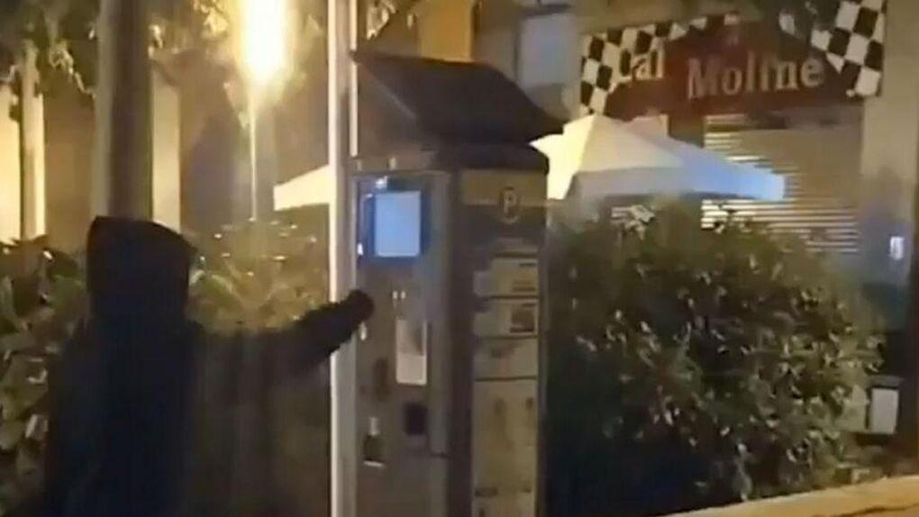 Las juventudes de la CUP sabotean parquímetros en Manresa