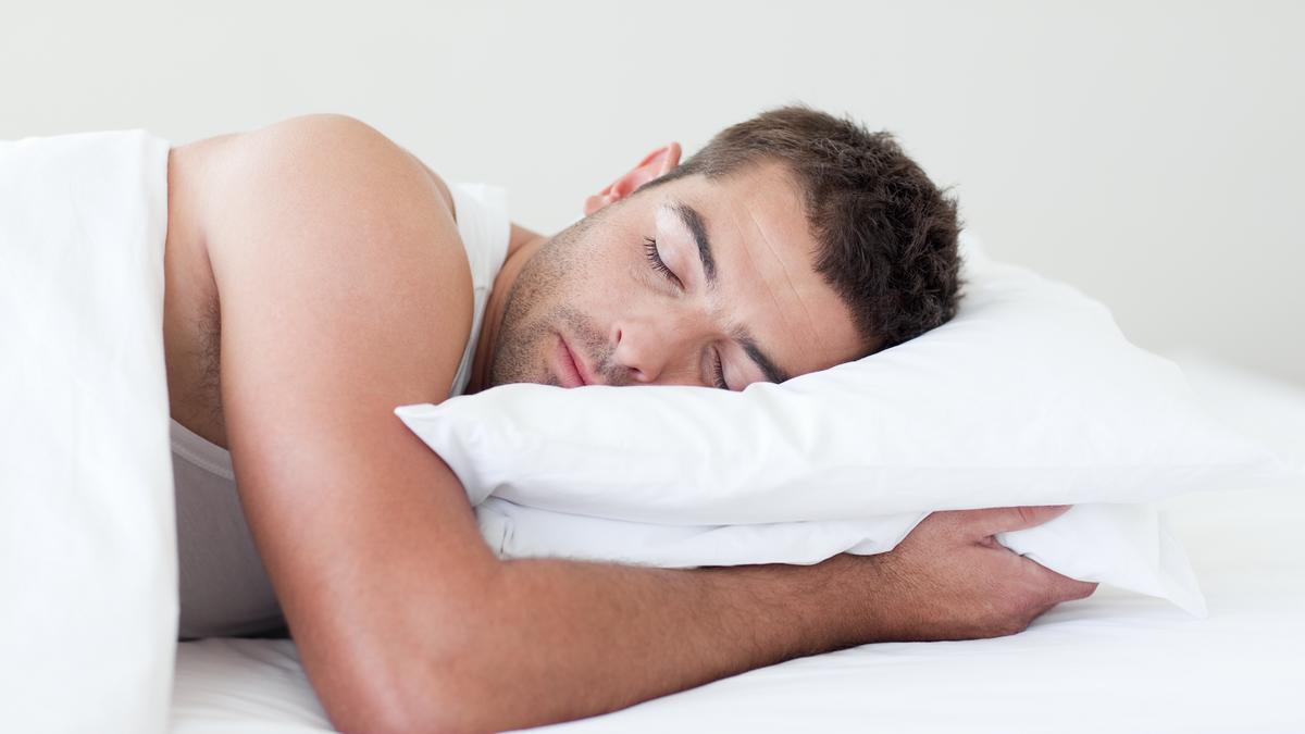Los alimentos que deberías comer para dormir mejor