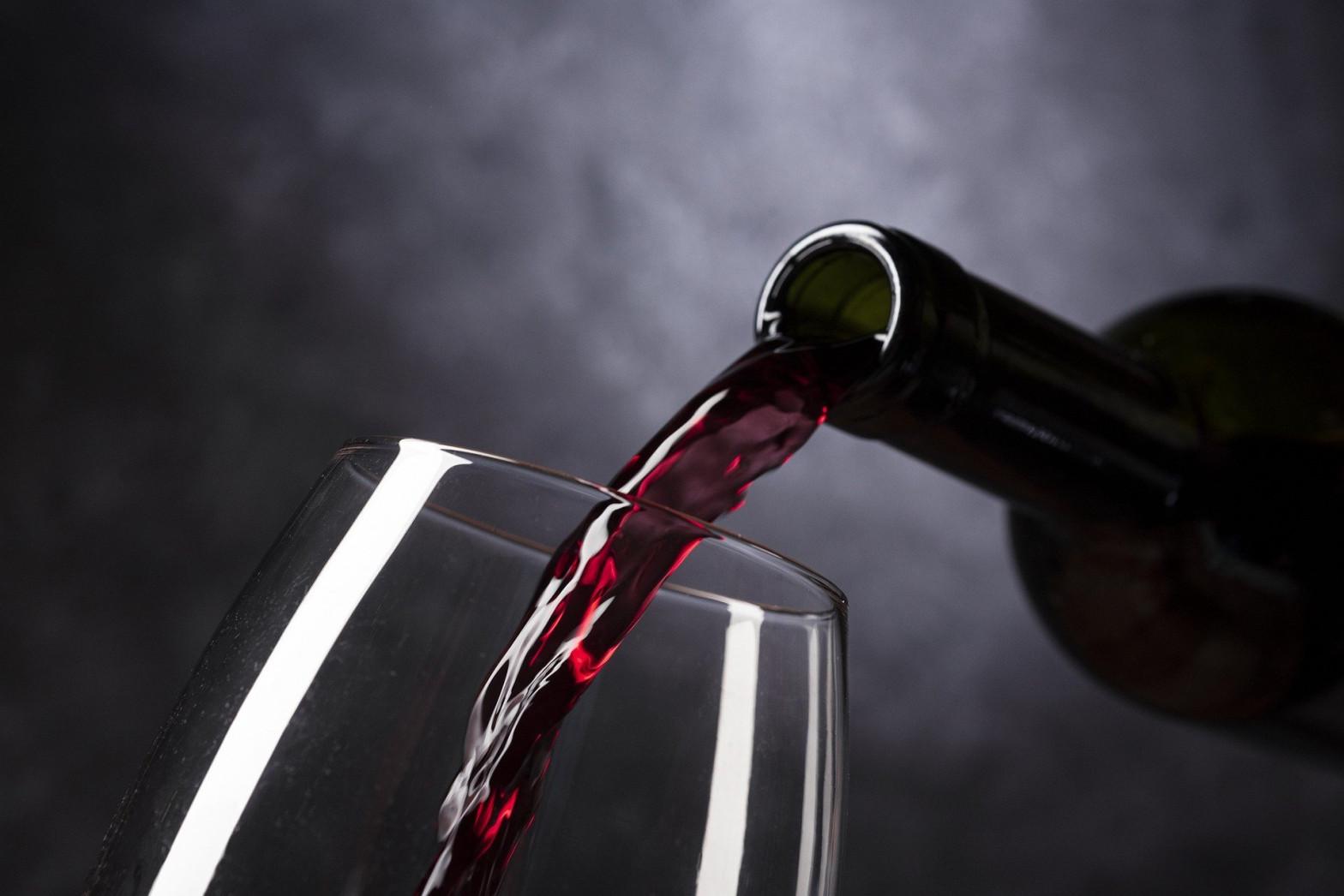 Cuatro apuestas seguras para disfrutar de una buena copa de vino tinto