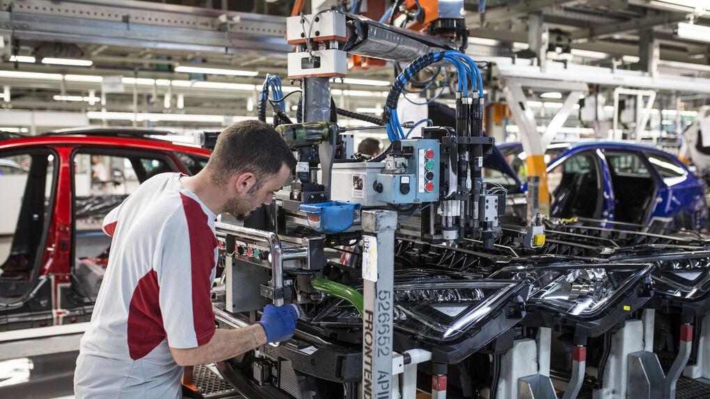 El sector del automóvil se siente abandonado por el Gobierno, que no anuncia medidas de apoyo