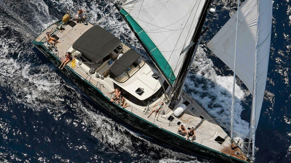 En barco por las islas Cícladas: Apolo se pone al timón
