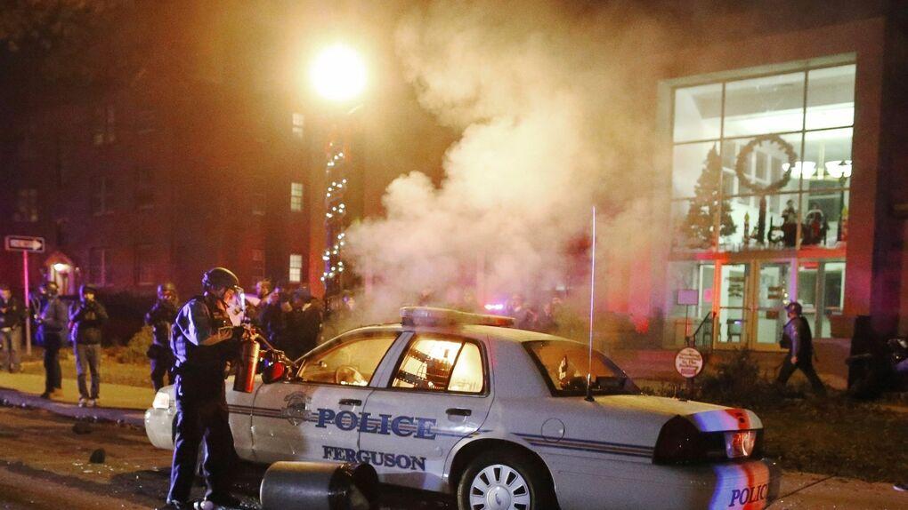 Un joven herido de gravedad y dos leves en los disturbios por el aniversario de Ferguson