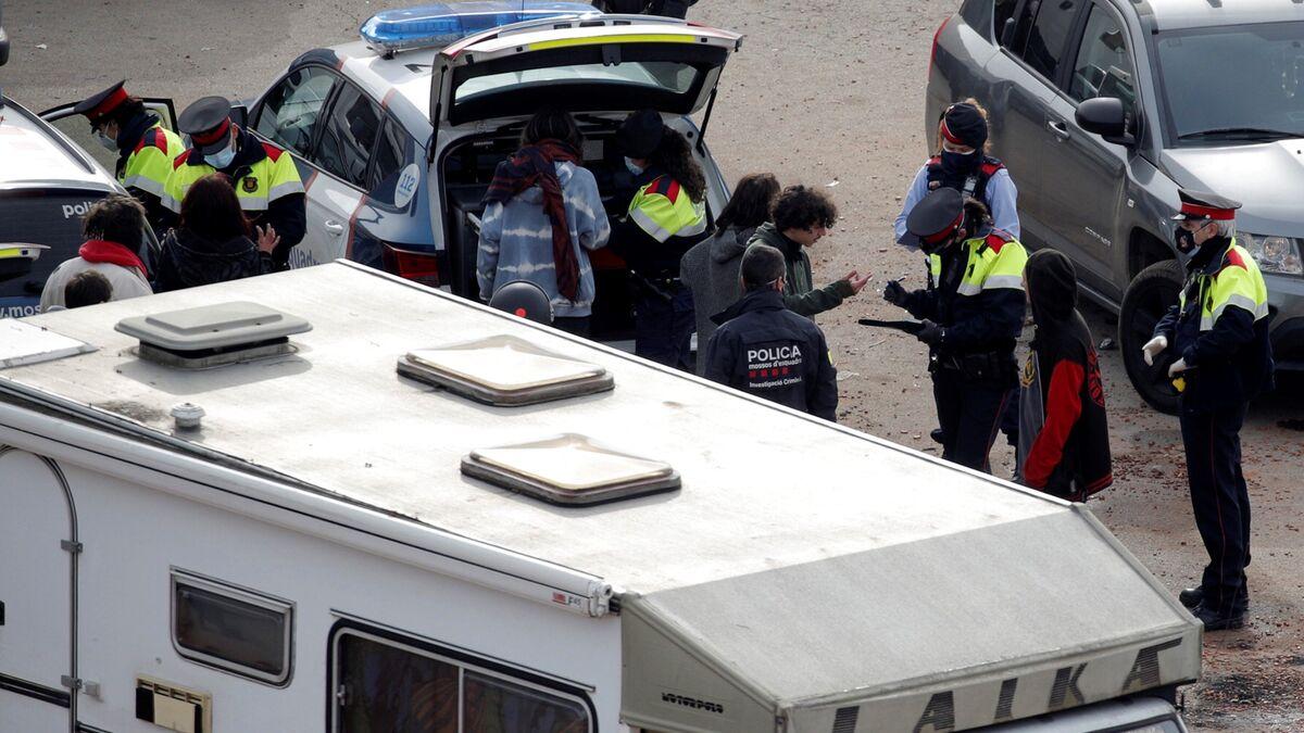 Dos detenidos, cinco investigados y 215 identificados en el desalojo de la 'rave' de Llinars (Barcelona)