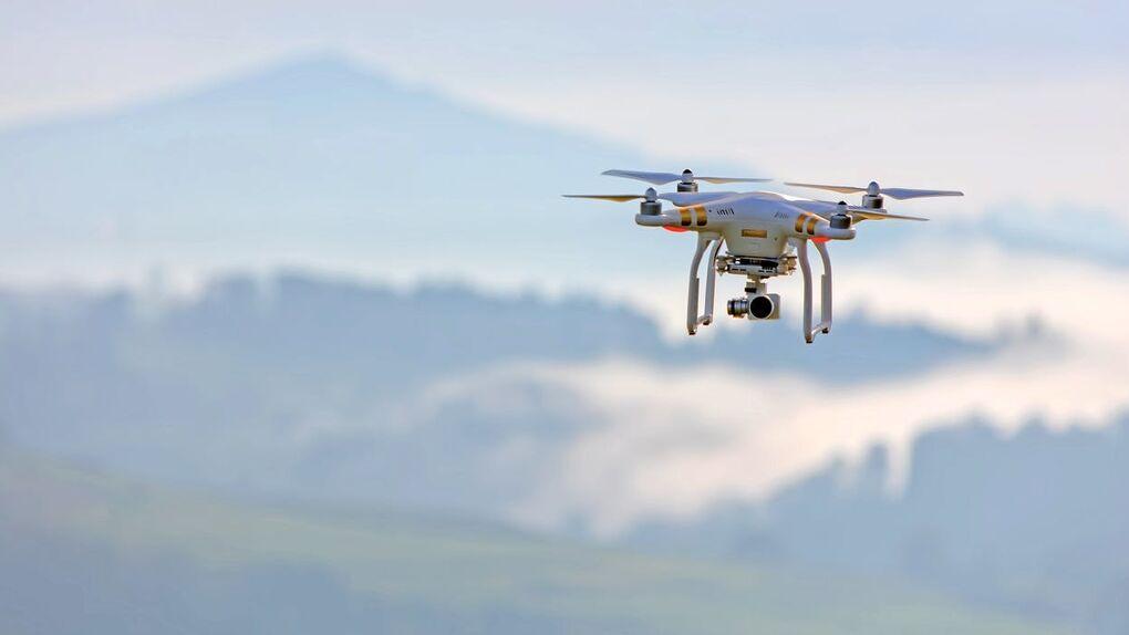 Defensa sondea a Telefónica para proteger infraestructuras críticas con drones
