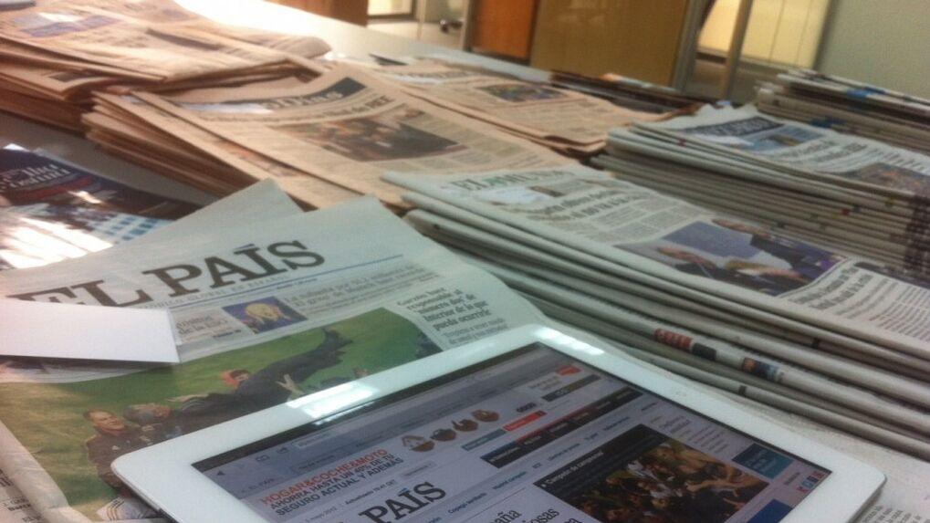 Ejemplares de periódicos y revistas.
