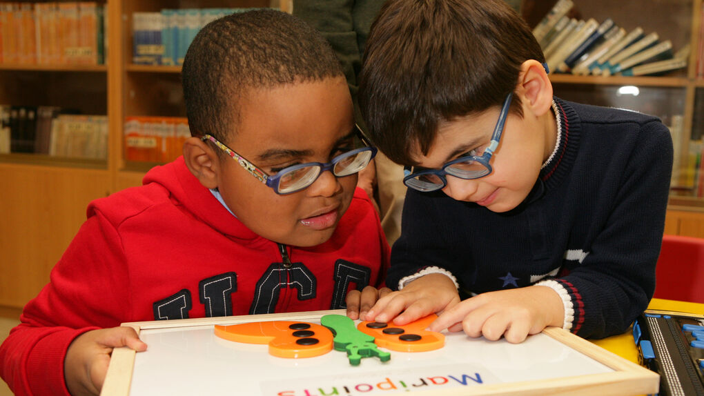 Cómo enseñar a leer a un niño ciego