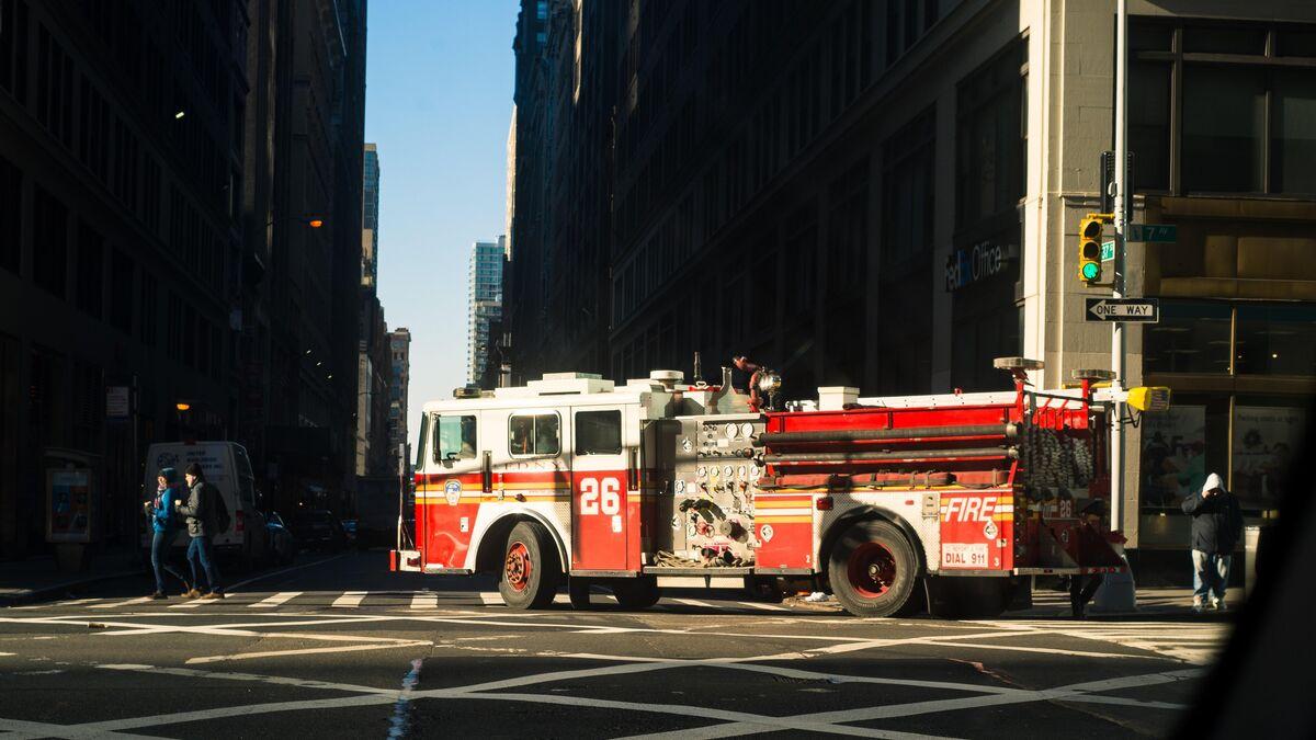 Se entrega un jefe de bomberos en EEUU buscado por el robo de vacunas anticovid
