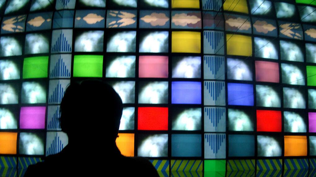Los españoles se informan de ciencia por la televisión y Facebook