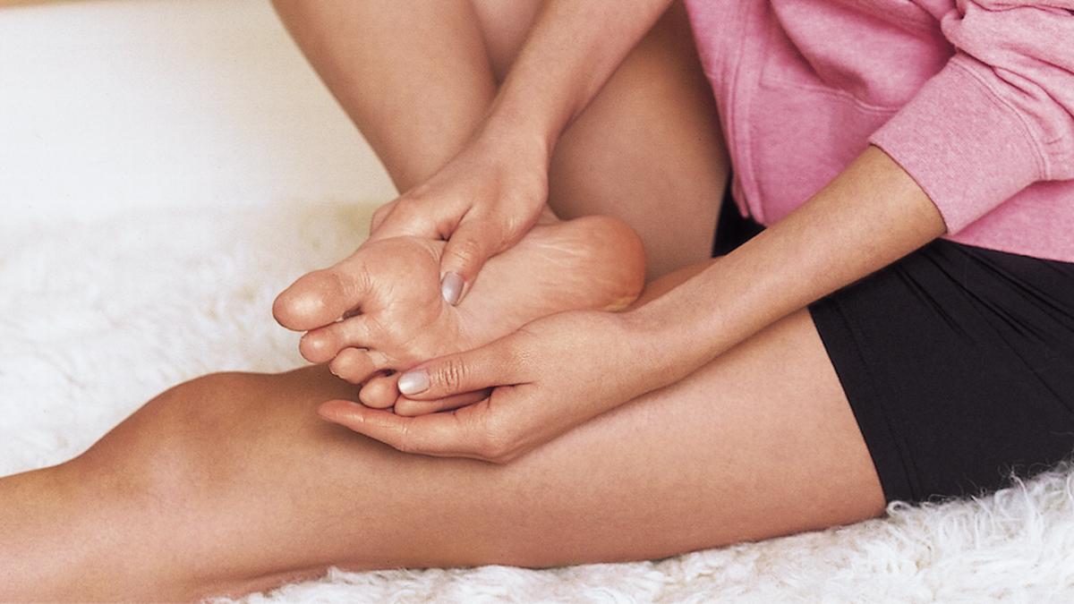Dolor de pies: por qué se produce y trucos para remediarlo, según una traumatóloga
