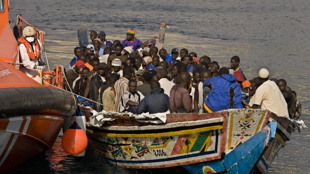 Rescatadas tres pateras con 77 migrantes en mar de Alborán