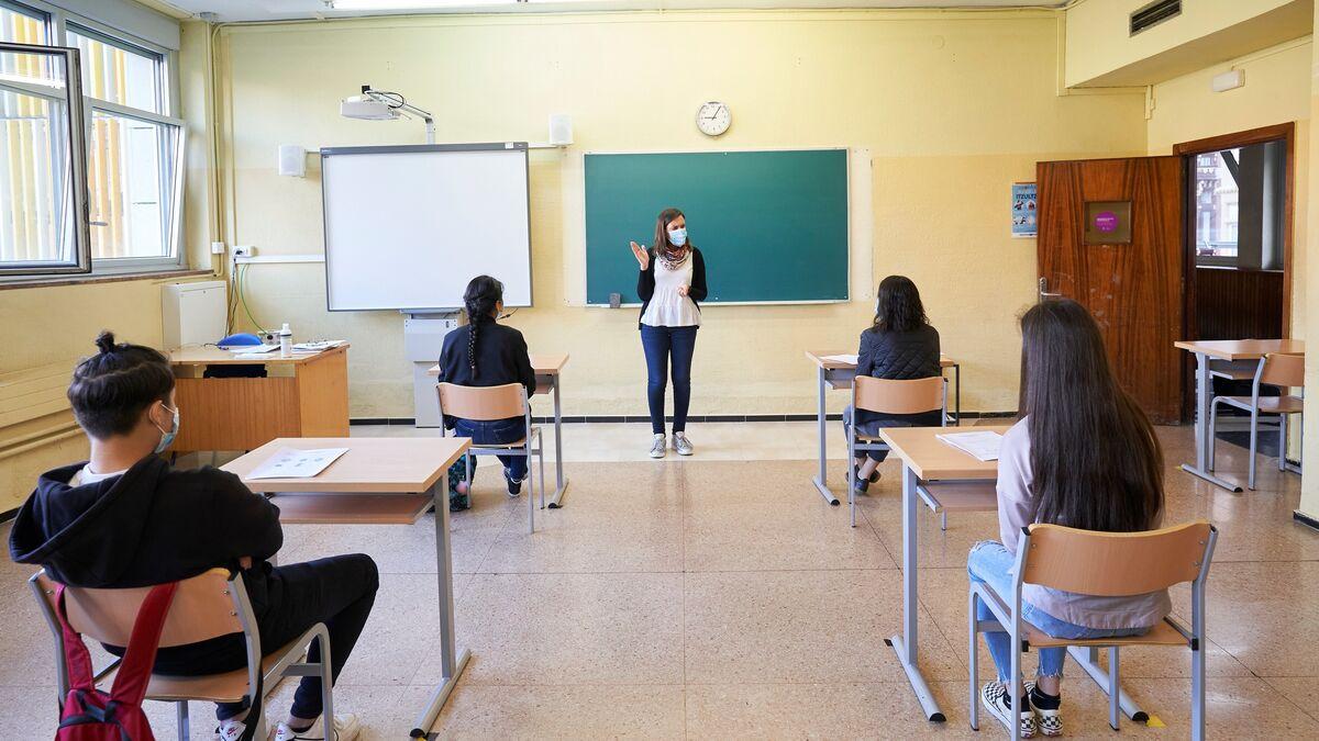 Los profesores españoles dedican más horas a impartir clase que la media europea