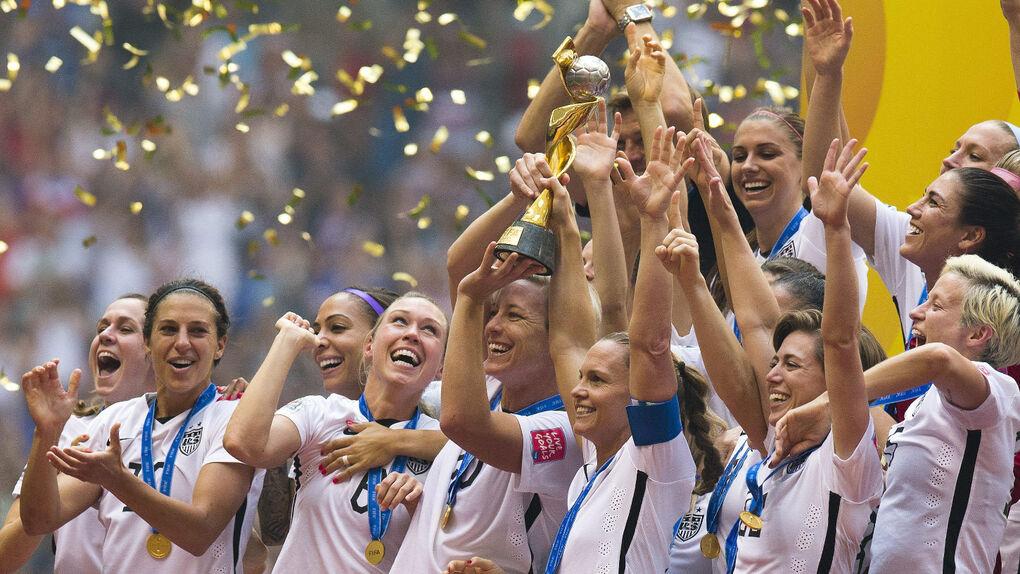 El fútbol maltrata a las mujeres: las campeonas del mundo ganan dos millones; los hombres, 30 millones