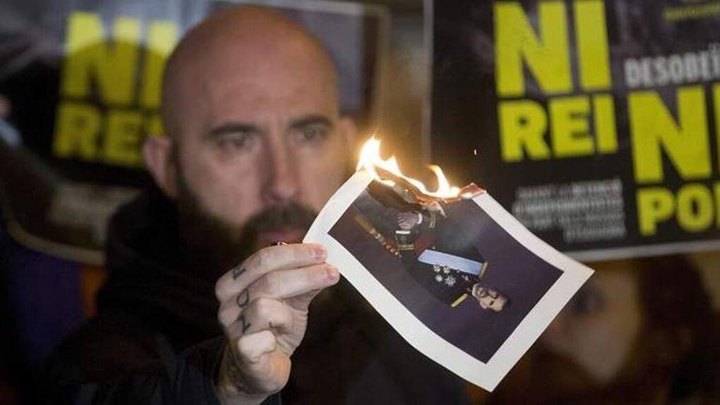 ¿Es libertad de expresión quemar públicamente la foto del Rey?