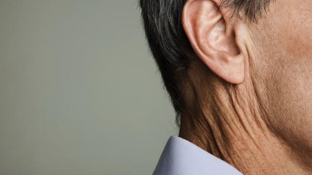 Tapones en los oídos: por qué se forman y cómo quitarlos de forma sencilla
