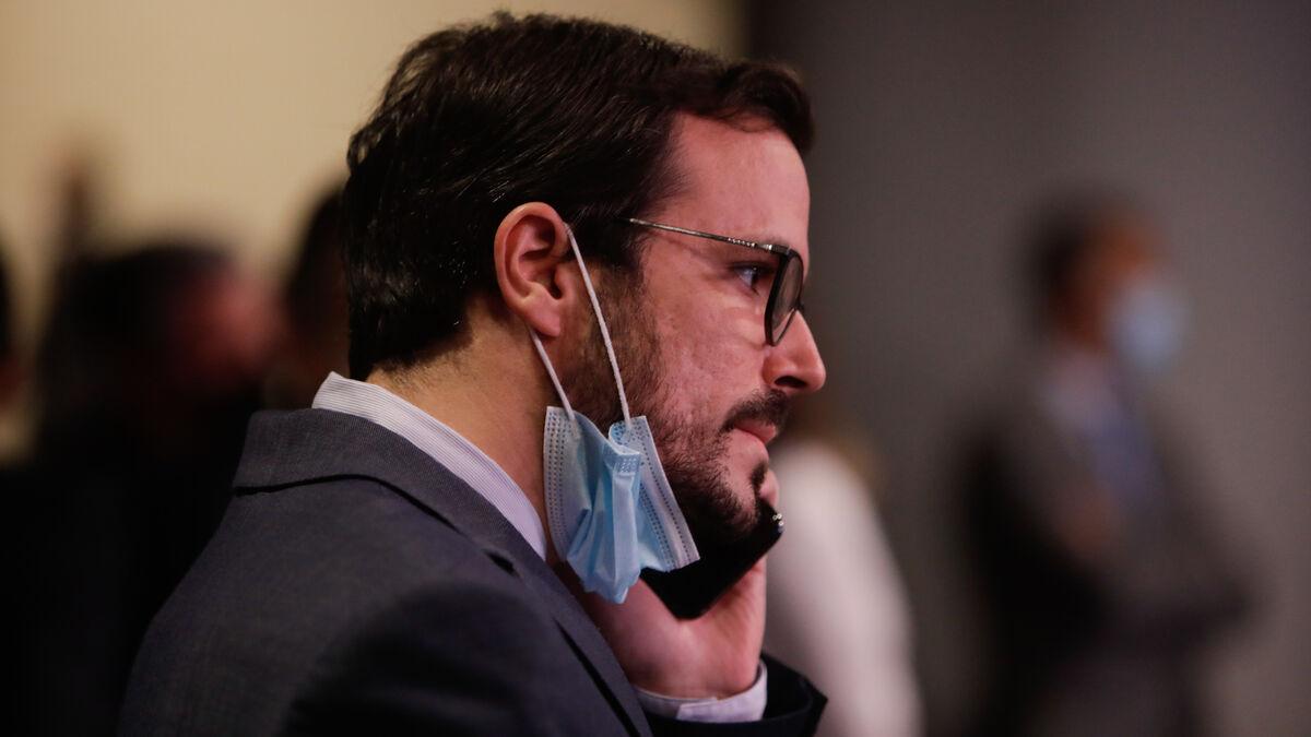 Garzón espera que su ataque al Rey le blinde en el Gobierno ante el fuego amigo de Podemos