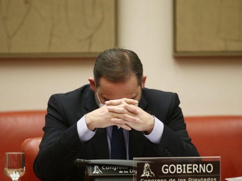 El ministro de Transportes, José Luis Ábalos, remanece del municipio conquense de Carboneras de Guadazaón.