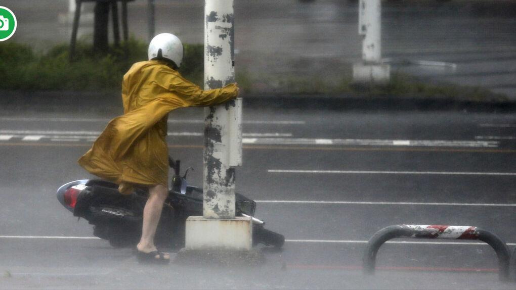 GALERÍA |  Las espectaculares imágenes del tifón Meranti en Taiwán