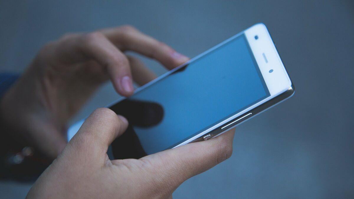 Mark Zuckerberg tiene el monopolio de la mensajería móvil en España