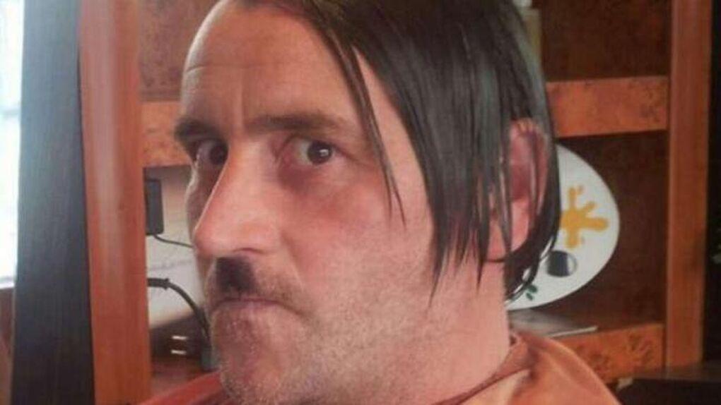 Dimite el líder del movimiento islamófobo alemán tras imitar a Hitler en Facebook