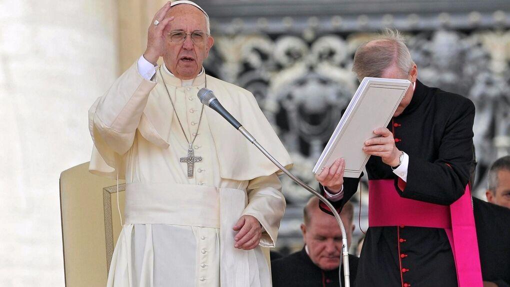 El Papa abre la puerta para que las mujeres puedan casar y bautizar
