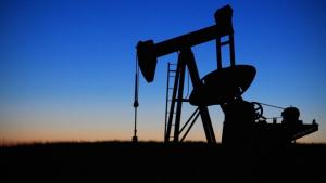 El petróleo recupera el precio de antes de la pandemia y supera los 60 dólares por barril