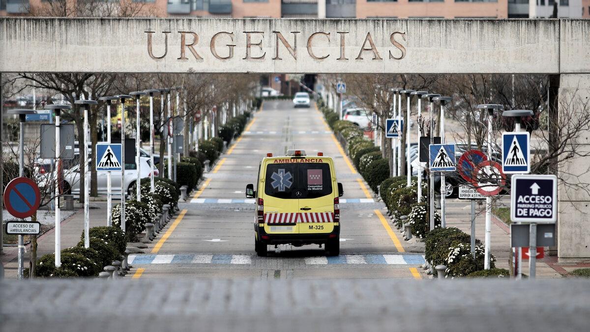 Un joven con problemas psiquiátricos apuñala a un cura frente a una iglesia en Madrid