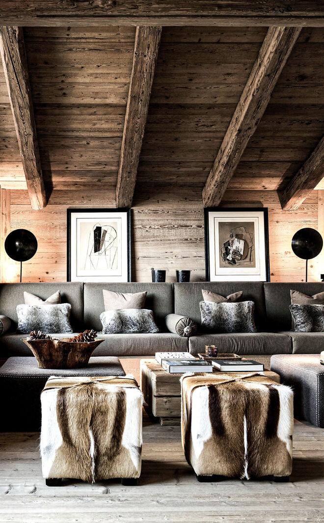 La madera y la luz son protagonistas absolutos en los espacios diseñados por las gemelas.