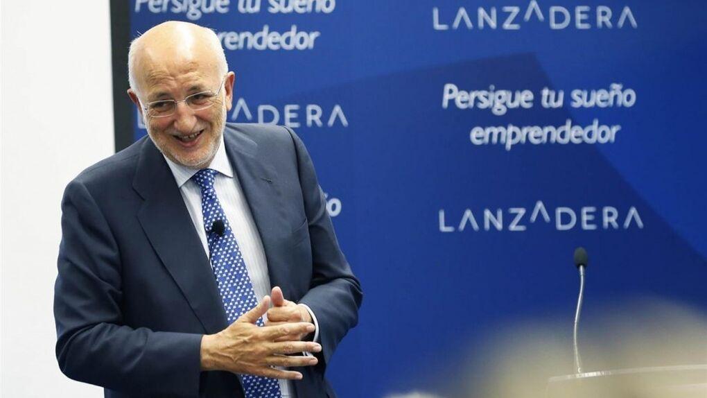El Gobierno 'premia' a Juan Roig, presidente de Mercadona, con la Medalla al Mérito en el Trabajo