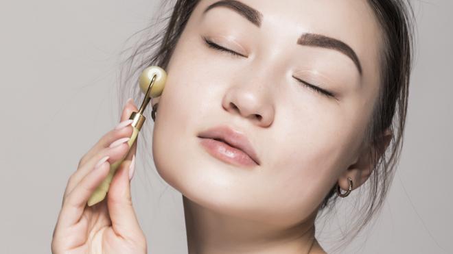 El rodillo facial es una herramienta básica en la belleza asiática