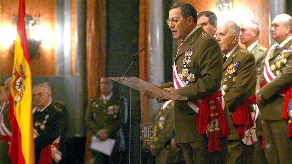 El general Mena niega haber firmado el manifiesto de 614 exmilitares contra Sánchez