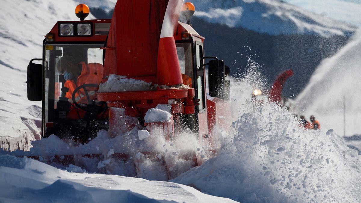 Un total de 190 carreteras siguen afectadas por hielo y nieve en todo el país
