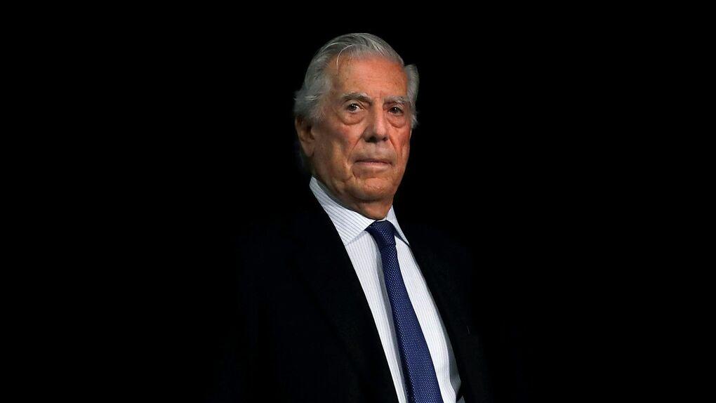 Vargas Llosa, medio siglo soportando a Borges