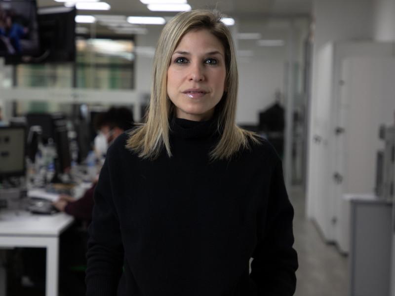 Karina Sainz Borgo en la redacción de Vozpópuli