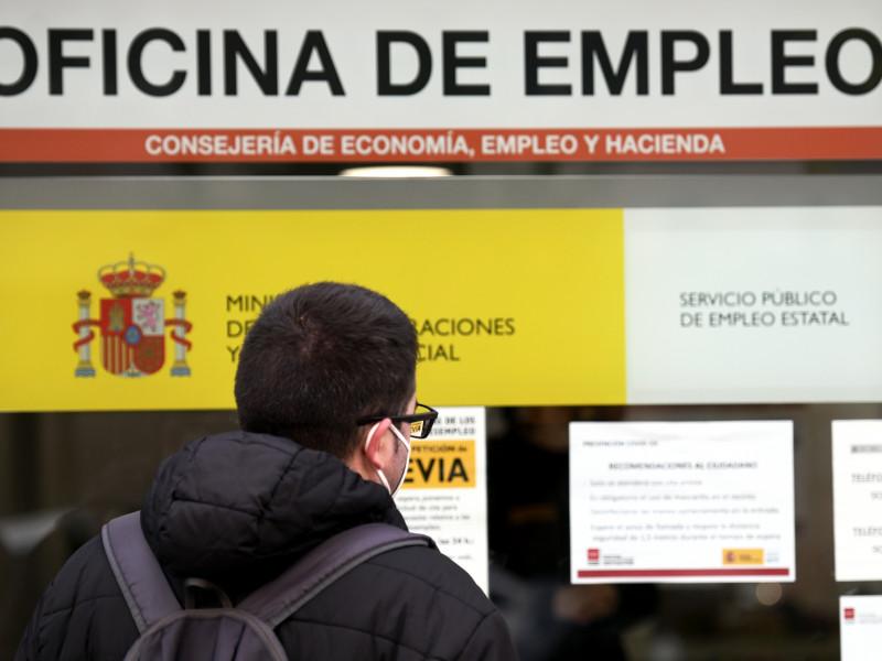 El sueldo medio en España sufre el mayor desplome en 50 años