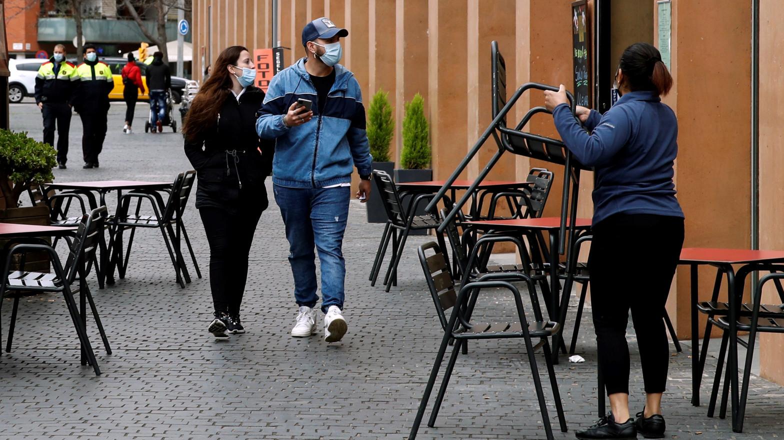 La tercera ola en Cataluña llega a su nivel más bajo, pero suben los ingresos