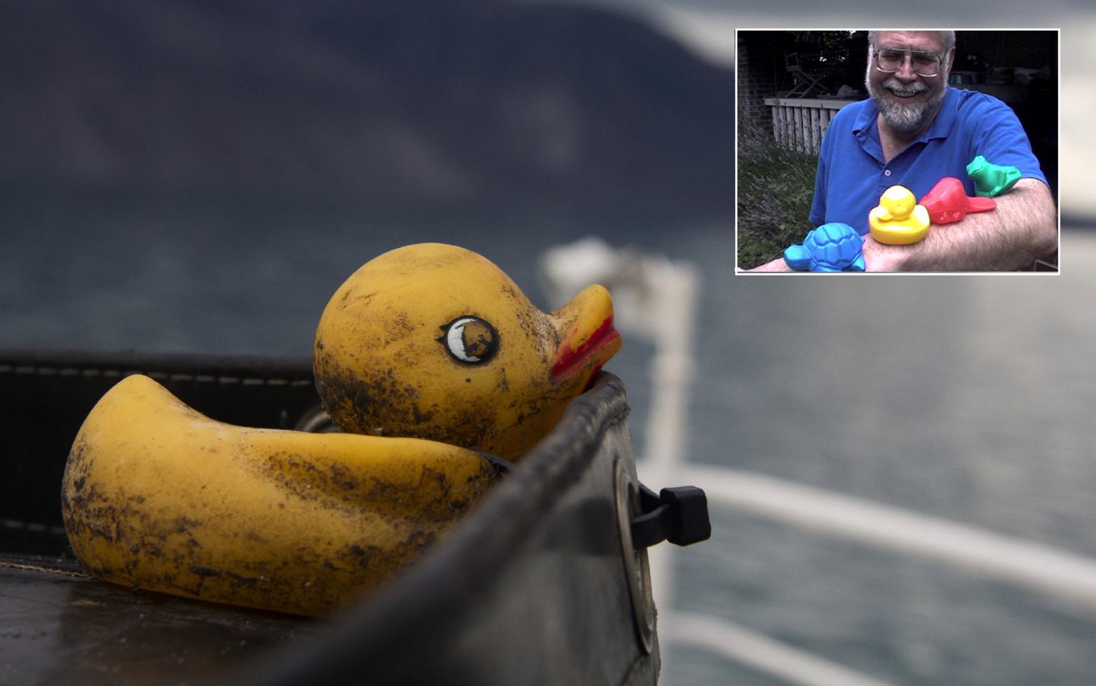 "Curtis Ebbesmeyer: ""Seguimos encontrando patitos de goma flotando a la deriva"""