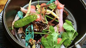 Un viaje a mesa y mantel desde China al Pacífico, sin olvidar nuestra cocina y con un punto dulce final
