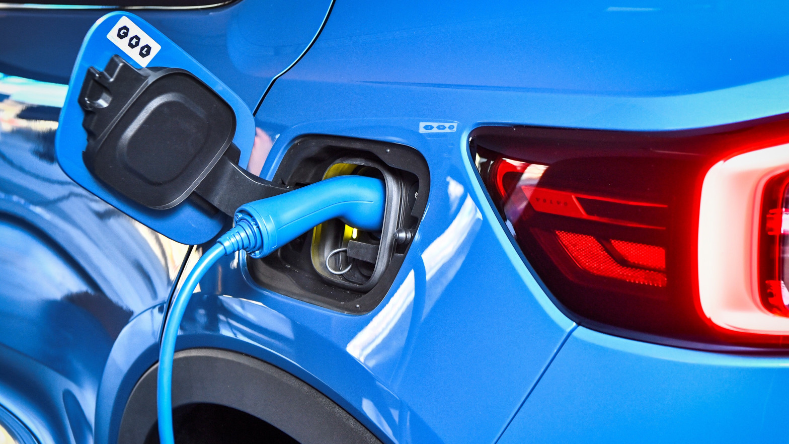 Volvo anuncia que en 2030 sólo venderá coches 100% eléctricos como Tesla