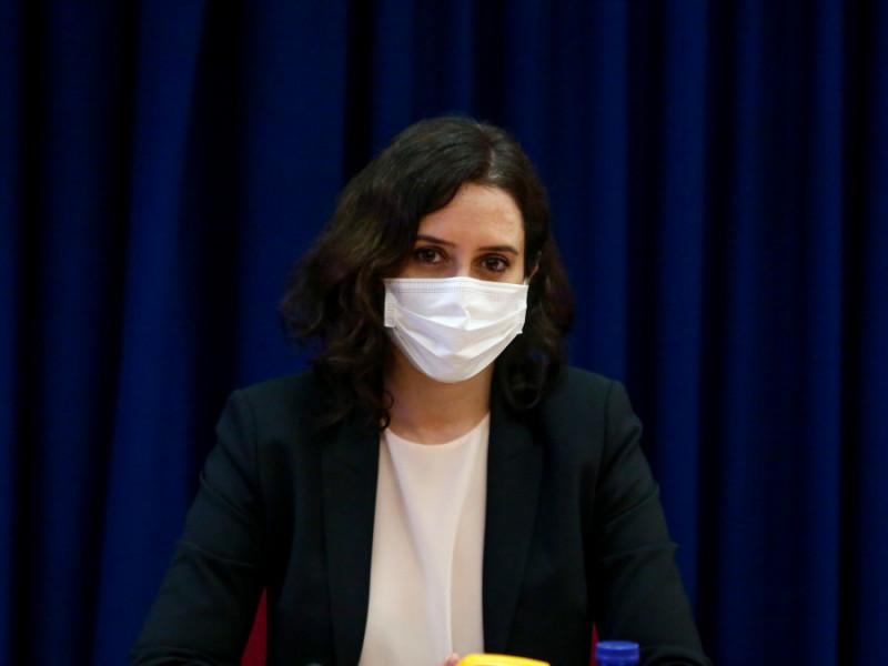 """Ayuso justifica la vacunación de las infantas: """"No le han quitado la vacuna a ningún español"""""""