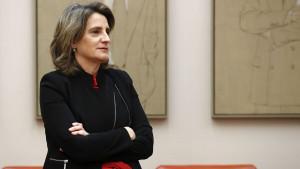 La UE evita a Teresa Ribera un roto de 10.000 millones con los gigantes energéticos