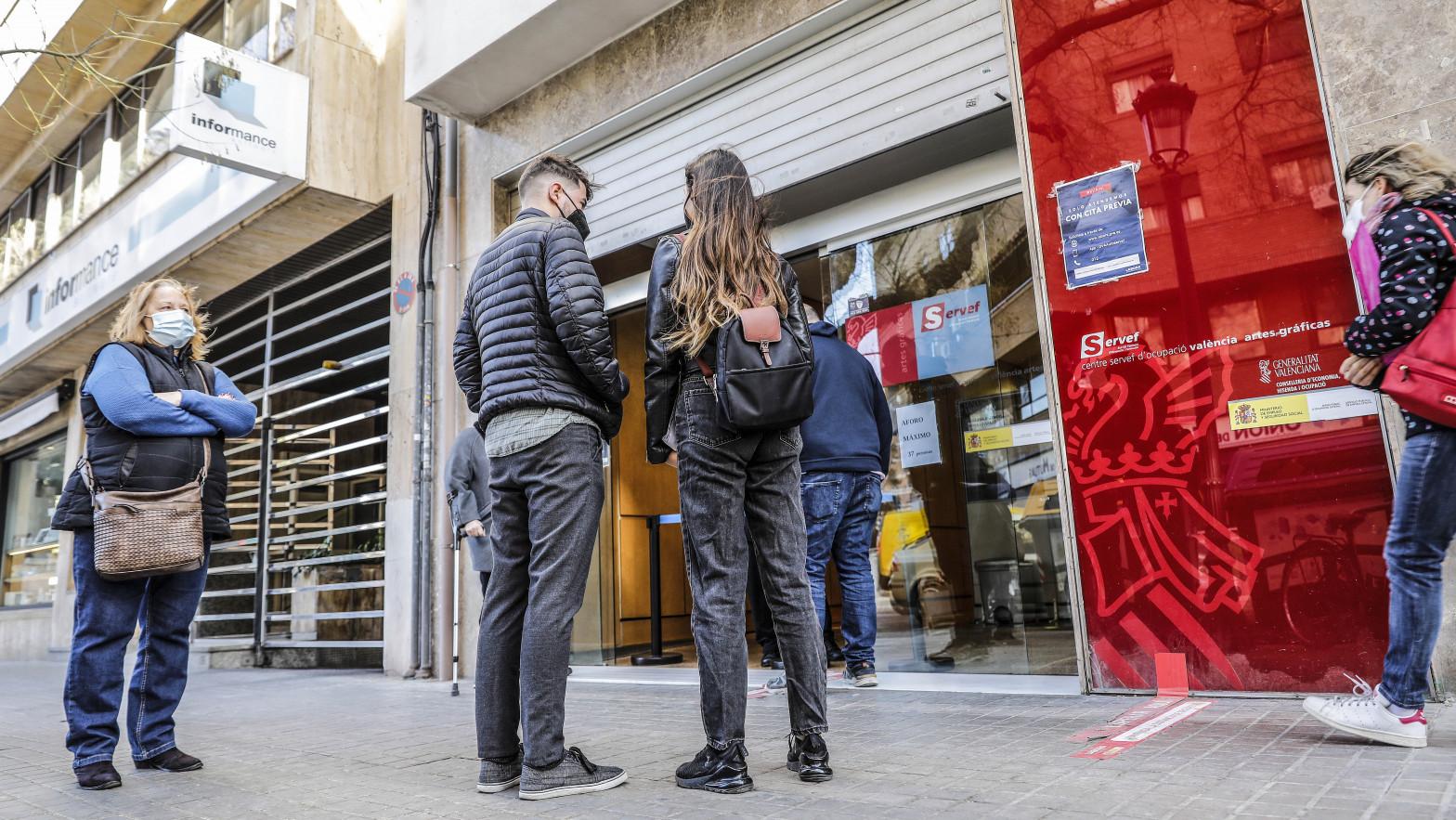 España, única gran economía del euro que siguió destruyendo empleo en febrero