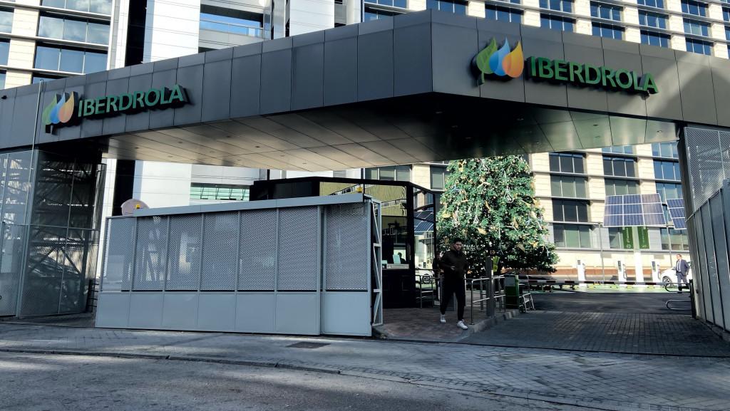 """El juez apunta a Iberdrola por los """"indicios"""" que la implican en los contratos con Villarejo"""