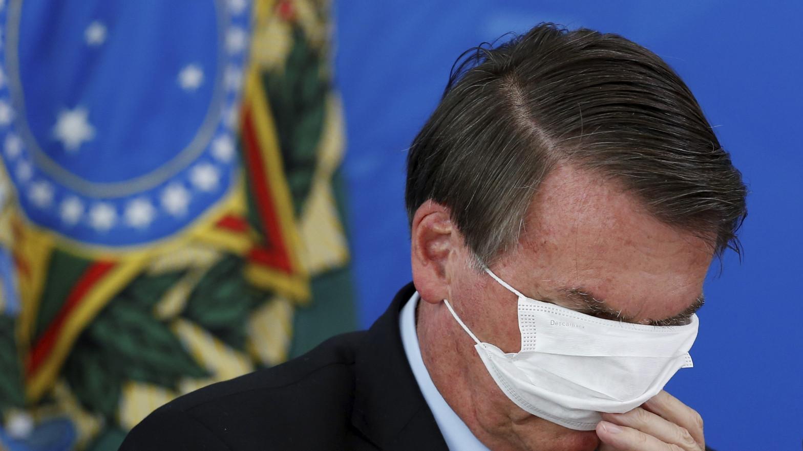 """Bolsonaro, a los """"idiotas"""" que le exigen que compre más vacunas: """"Sólo si es en la casa de tu madre"""""""
