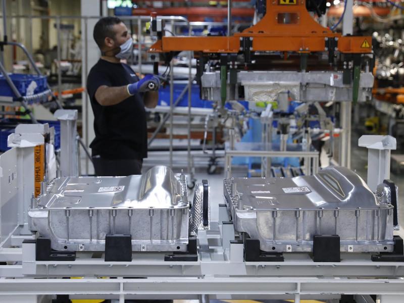 Industria confirma que Seat e Iberdrola liderarán la primera fábrica de baterías