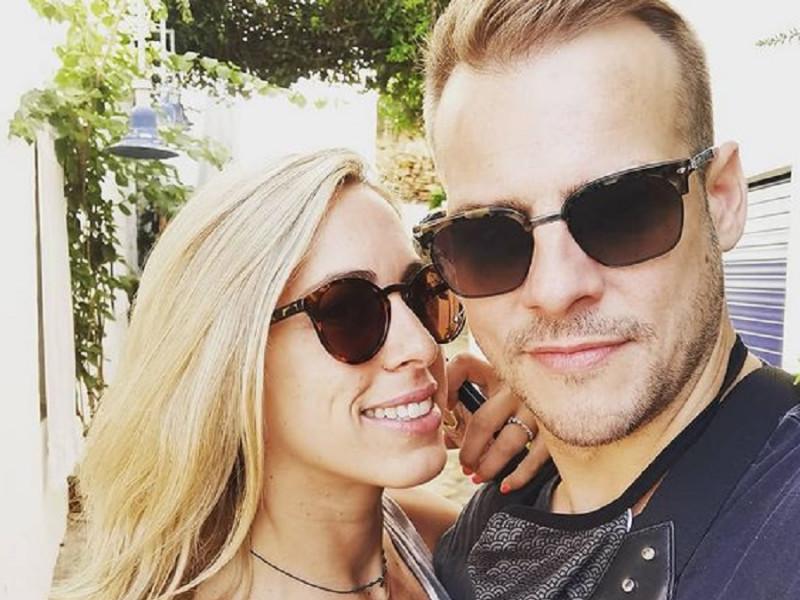 Álex Casademunt y su novia